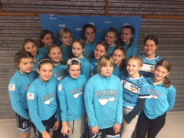 Nuorisourheilun tukeminen - Ski Out & Bike tukee Lahden Pelicans salibandyn C-tyttöjä 2019-2020